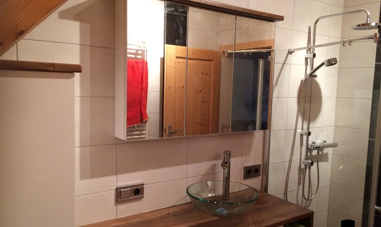 wiedner badezimmer design. Black Bedroom Furniture Sets. Home Design Ideas